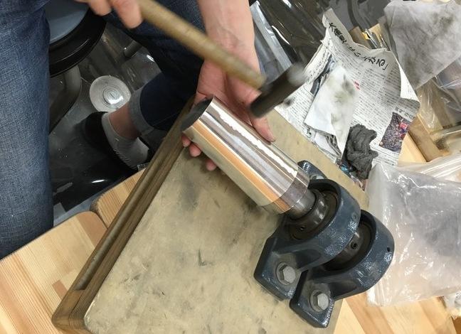 高岡銅器の錫の鍛金