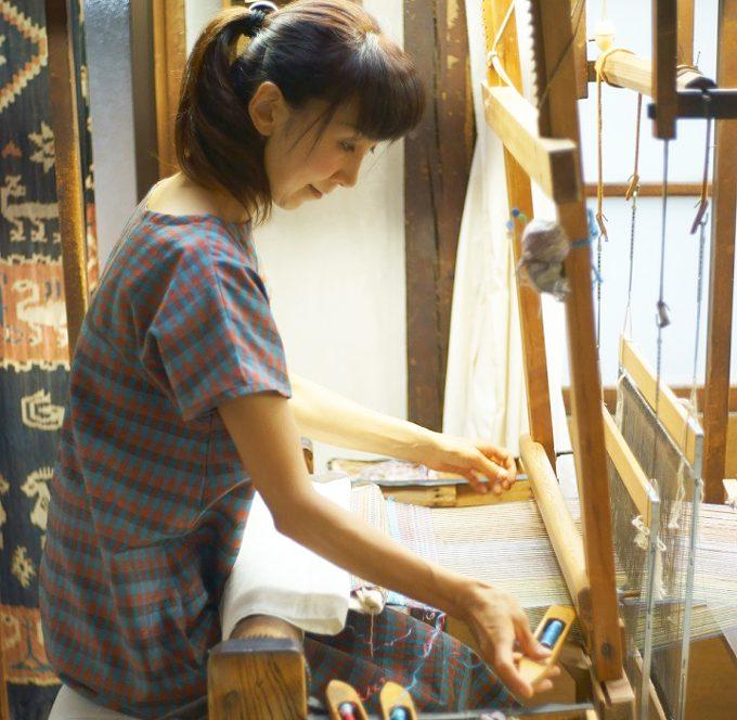 【伝統を繋ぐ人々】信州上田紬職人/小岩井カリナさん