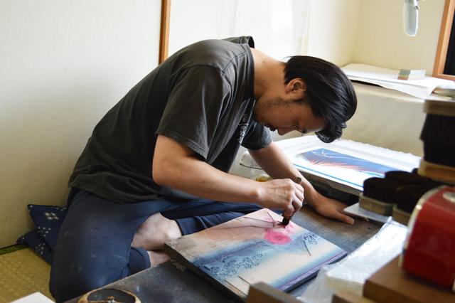 浮世絵摺師/京増与志夫さんの作業風景
